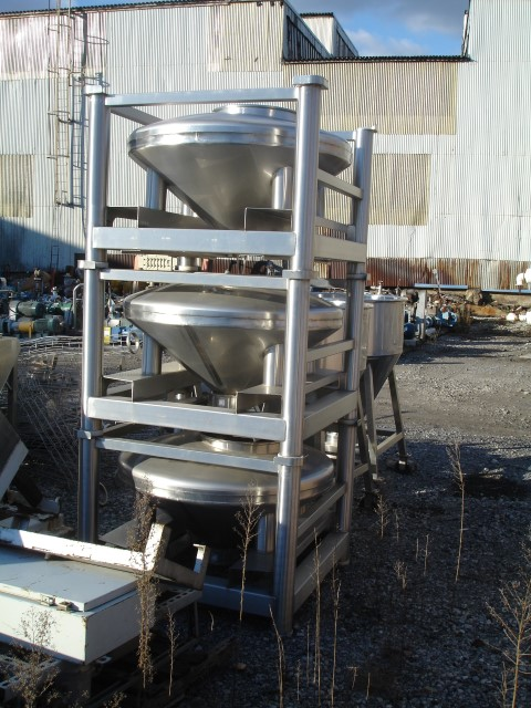 300 LITER TOTE SYSTEMS TABLET TOTES