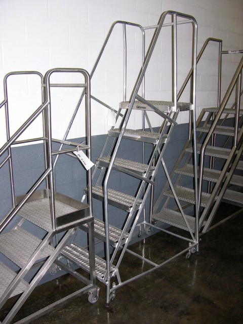 "24""W X 60""H PORTABLE STAIRS, S/S"