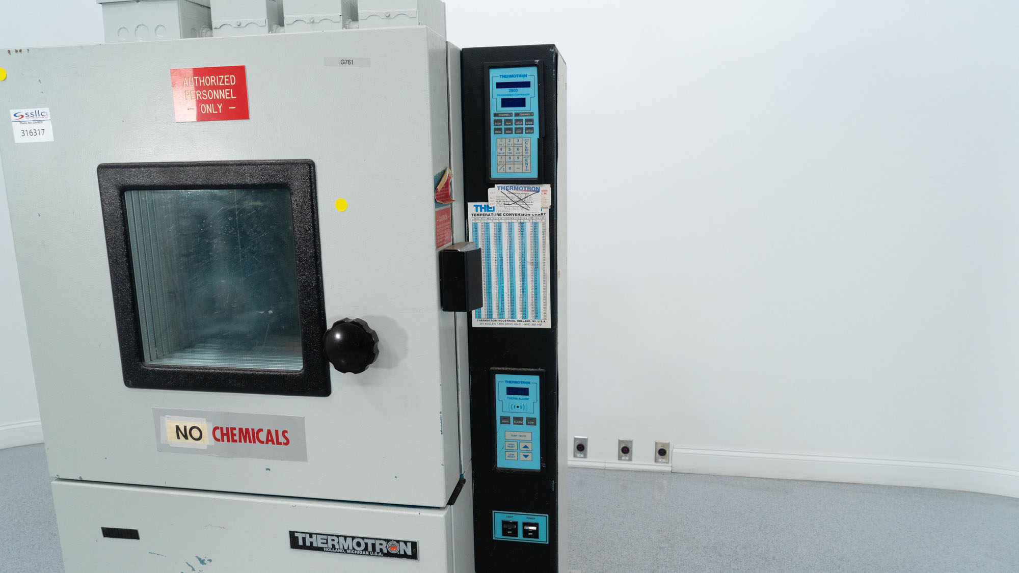 Thermotron Enviromental Chamber, Model SM-4S