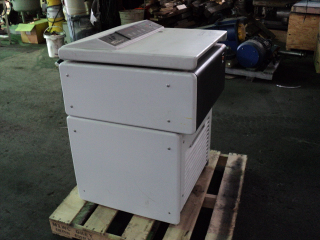 SORVALL INSTRUMENTS CENTRIFUGE, MODEL OMNI SPIN R 420011