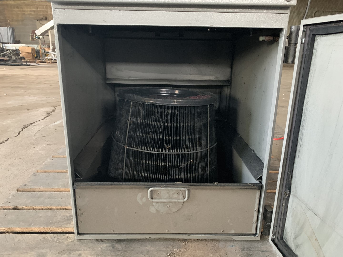 70 Sq Ft United Air Specialists Dust Hog, Model SC600